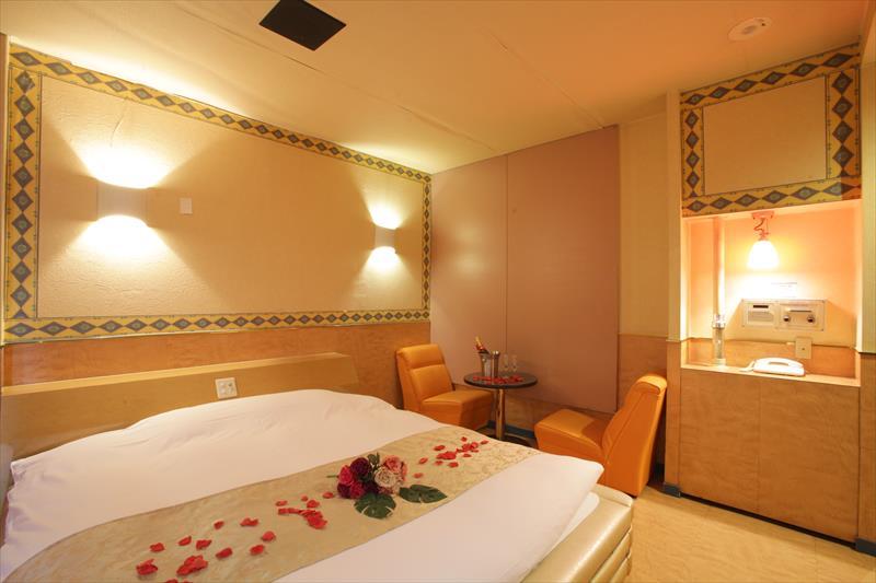 Room 305-a